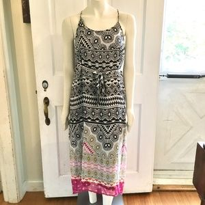 OLD NAVY MATERNITY Geometric HiLow Maxi Dr…